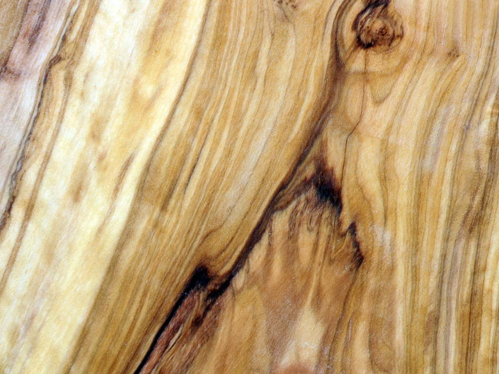 Large Olive Wood Chopping Board - detail of the grain