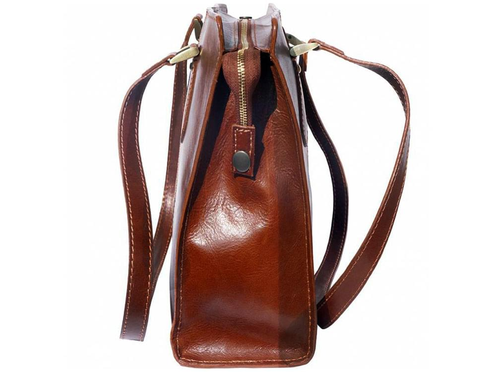 Veruno - legant, high quality leather shoulder bag - side view