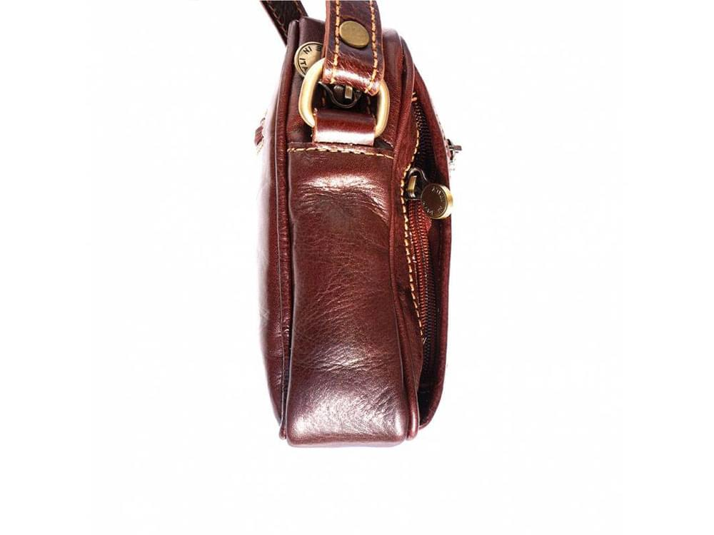 Usini - high quality leather shoulder bag for men - side view