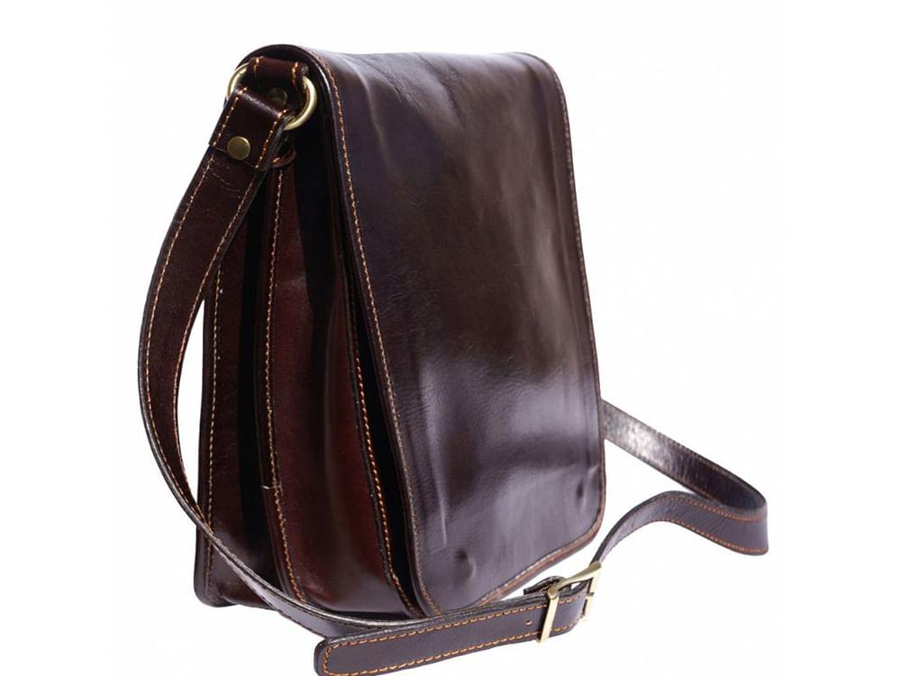 Corato - medium sized leather messenger bag - side view