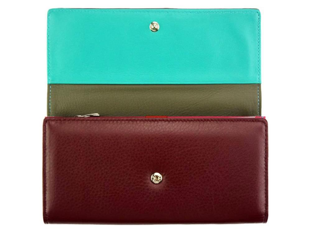 Anna - slim, luxurious, high capacity wallet - opening to the coin pocket