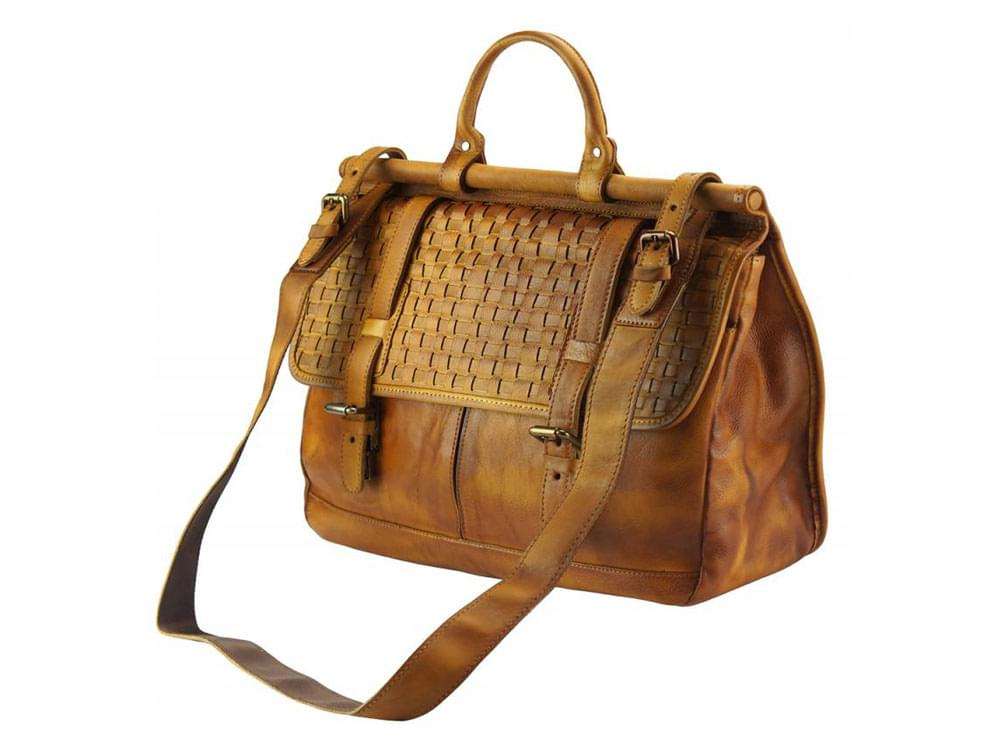 legant, feminine, vintage leather bag - with the detachable shoulder strap